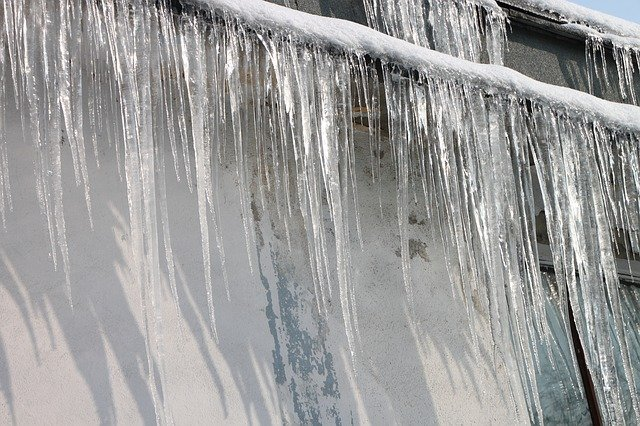 Will removing gutters stop ice dams?